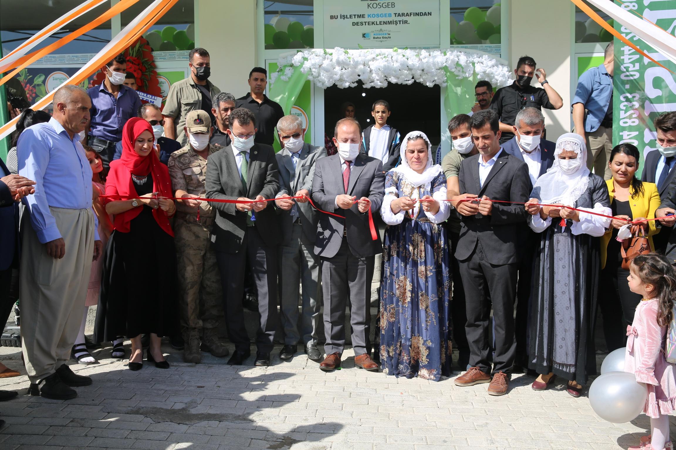 Rektörümüz Prof. Dr. Erkan  evli çiftin açtığı işletmenin açılışına katıldı...