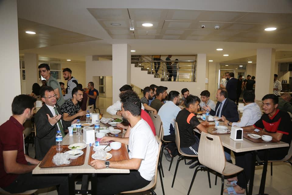 Şırnak Valisi Pehlivan ve Rektörümüz Prof. Dr. Erkan KYK yurdunda öğrencilerle y...